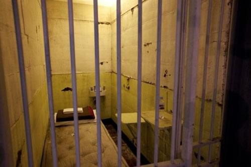 alcatraz-cell