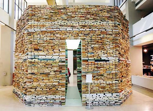 An Octogonal Building Cell Made Entirely of Books